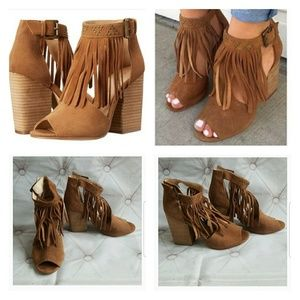 Chinese Laundry 9 Suede Fringe Open Toe Sandals